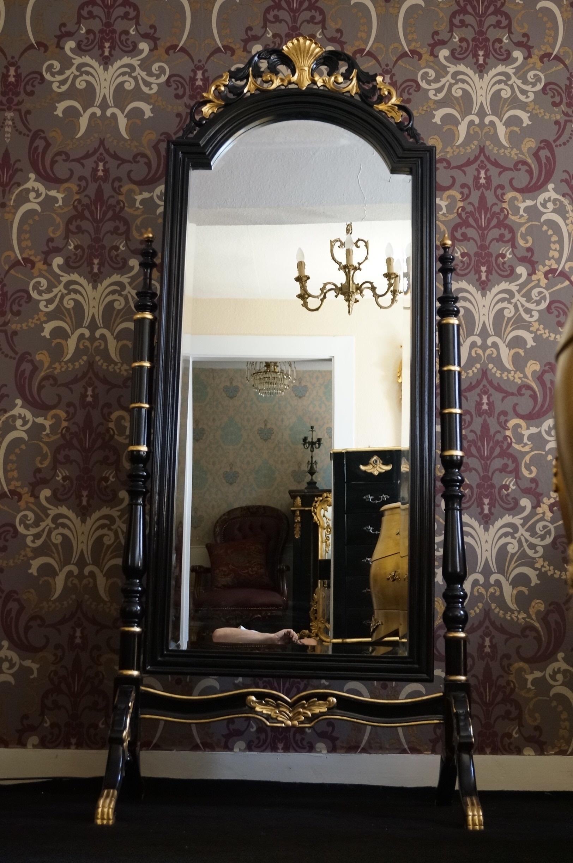 grosser standspiegel freistehend schwarz mit teilvergoldungen esprit de ch teau. Black Bedroom Furniture Sets. Home Design Ideas